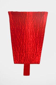 Martinho Patrício Sem título Untitled 2000 Fita de cetim e linho Satin ribbon and linen cloth 27 x 40 cm