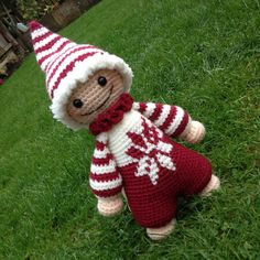 Cuddly (Santa) baby - pattern by @lilleliis_official with added tapestry crochet. #amigurumi #crochet #tapestrycrochet #crochettoys #crochetconcupiscence #craftastherapy #crochetgirlgang #CSchristmasguide