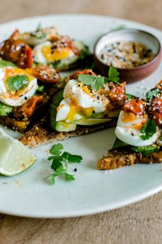 Sunday Night Avocado Toast – 6 Semi-Homemade Desserts to Make Dinner Parties Easier - Camille Styles Easy Meals, Avocado Toast, Healthy Dinner Recipes, Healthy Snacks, Clean Eating Snacks, Healthy Eating, Natural, Brunch, Food Dinners