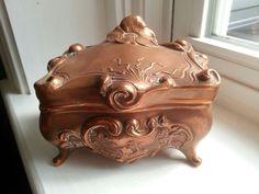 Vintage antique copper/brass trinket box collectible - rare
