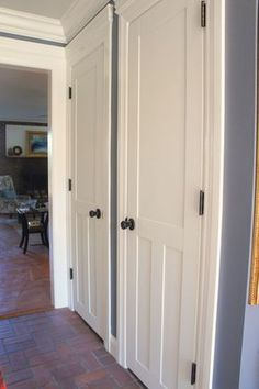 Ideas Mobile Home Closet Remodel Door Makeover For 2019 Double Front Entry Doors, Internal Double Doors, Home Renovation, Home Remodeling, Hollow Core Doors, Door Makeover, Makeover Tips, Diy Door, Wood Doors