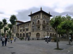 Vitoria centro ciudad Bilbao, Study Spanish, Basque Country, Cities, Spain, Mansions, House Styles, Green, Countries
