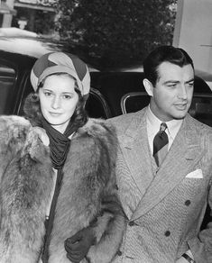 Barbara Stanwyck and husband Robert Taylor. - Barbara Stanwyck and husband Robert Taylor - Vintage Hollywood, Classic Hollywood, Hollywood Style, Barbara Stanwyck Movies, The Lady Eve, George Hurrell, Yvonne De Carlo, Olivia De Havilland, Movie Couples
