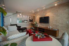 Camila Coutinho: Tour na sala após a reforma! – dicas de móveis, decoração, revestimentos e mais