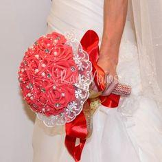 ramo-rojo2 4th Of July Wreath, Wreaths, Home Decor, Wedding Bouquets, Boyfriends, Decoration Home, Door Wreaths, Room Decor, Deco Mesh Wreaths