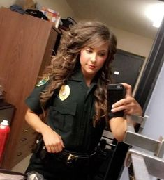 Please Arrest Me, Officer Gaines! Fly Fishing Girls, Female Cop, Female Police Officers, Hot Cops, Leo Women, Military Women, Rihanna Fenty, Hot Brunette, Funny Clips