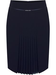 I love the discreet pleats! Latest African Fashion Dresses, African Print Fashion, Frock Fashion, Fashion Outfits, Skirt Outfits, Dress Skirt, Fancy Wedding Dresses, Modelos Fashion, African Traditional Dresses