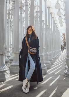Jenny Tsang of Tsangtastic wearing long wool coat with jeans with alexander wang white point toe boots and chloe tess bag in brown Winter Mode Outfits, Winter Fashion Outfits, Look Fashion, Winter Outfits, Casual Outfits, Cute Outfits, Japan Outfit Winter, Japan Fashion, Fashion Hair