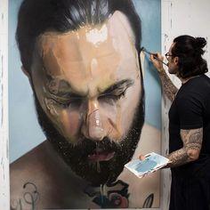 Mike Dargas, un artiste talentueux né à Cologne en 1983. Il pratique l'art de la peinture avec un niveau de réalisme digne d'une photo