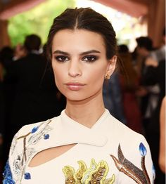 Emily Ratajkowski's final red carpet look: pulled-back hair, sultry smoky eyes, and glossy lips // Met Gala 2015