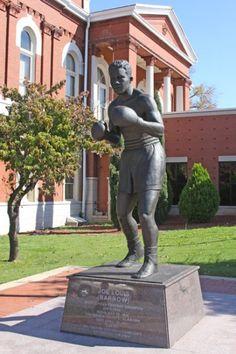Joe-Lewis-statue