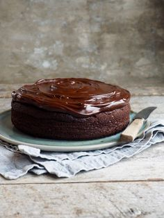 a simple small chocolate cake I Love Chocolate, Chocolate Cake, Coffee Cake, Biscuits, Brownies, Cheesecake, Food And Drink, Pudding, Sweets