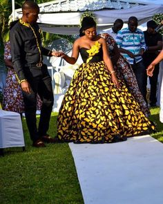 Lunza looked so Gorgeous in this House of Lade dress 😍😍😍 Beautiful Bride 💞💞💞 African Traditional Wear, African Traditional Wedding Dress, Traditional Wedding Attire, Traditional Design, African Fashion Skirts, African Maxi Dresses, Wedding Dinner Dress, Dinner Dresses, Chitenge Dresses