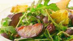 Giada De Laurentiis - Arugula and Roasted Fruit Salad with Panettone Croutons Giada Recipes, Chef Recipes, Wine Recipes, Food Network Recipes, Salad Recipes, Healthy Recipes, Salad Bar, Soup And Salad, Fruit Salad