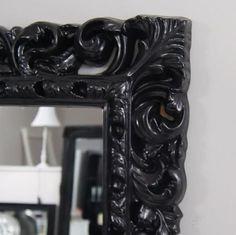 Lustro, styl barokowy, ozdobna rama, półmat, kolor czarny.