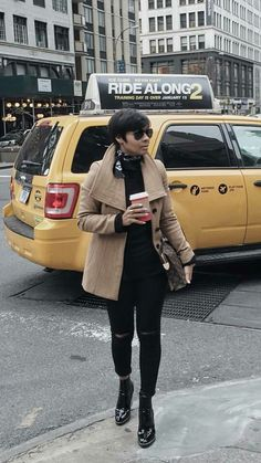 Out in the city Over 50 Womens Fashion, Fashion 101, Cute Fashion, Daily Fashion, Girl Fashion, Casual Fall Outfits, Winter Fashion Outfits, Fall Winter Outfits, Stylish Outfits