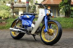 '75 Street Cub - Ludwi's 1975 C90 from Indonesia. Sporting the popular street style. Note the mega 170/60 rear tire