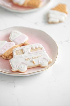 Ice cream themed sugar cookies decorated with vanilla royal icing! #icecreamcookies #baking #cookies