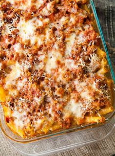 Baked ziti - classic italian american comfort food of pasta baked with sausage, tomato sauce and all kinds of gooey, yummy cheeses. so easy and so good! Massa Com Ricotta, Healthy Recipes, Cooking Recipes, Meal Recipes, Budget Recipes, College Recipes, Delicious Recipes, Healthy Food, Comfort Foods