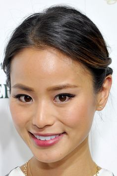 Jamie Chung Pink Lipstick - Jamie& pretty pink lips brought out the rosiness in her cheeks. Jamie Chung, Best Wedding Makeup, Natural Wedding Makeup, Natural Makeup, Bridal Makeup, Romy Schneider, Hairstyles Haircuts, Wedding Hairstyles, How To Draw Eyebrows