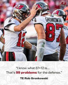 Nfl Football Players, Football Is Life, Football Art, Buccaneers Football, Tampa Bay Buccaneers, New England Patriots Shoes, Gronk Patriots, Tom Brady Goat, Rob Gronkowski