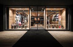 K and k fashion store design, ski rental, cozy living rooms, retail interio Interior Design Classes, Retail Interior Design, Retail Store Design, Fashion Store Design, Ski Store, Ski Rental, Shop Facade, Shop Fittings, Shop Interiors