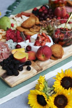 How to Assemble the Ultimate Summer Cheeseboard — Miss Molly Vintage