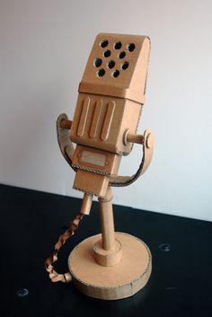 microfono carton Cardboard Box Crafts, Cardboard Sculpture, Cardboard Toys, Paper Toys, Paper Crafts, Diy Arts And Crafts, Diy Crafts For Kids, Diy Karton, Diy Toys