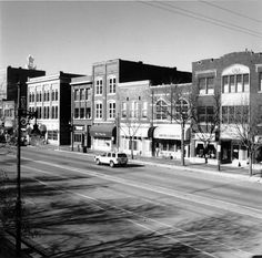 Link to Image Titled: Douglas Avenue in Old Town area
