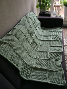 Cosy Woondeken Crochet ALong deel Afghans Crochet Along part 1 Poncho Shawl, Crochet Fashion, Quilt Blocks, Cosy, Tatting, Diy And Crafts, Projects To Try, Plaid, Embroidery