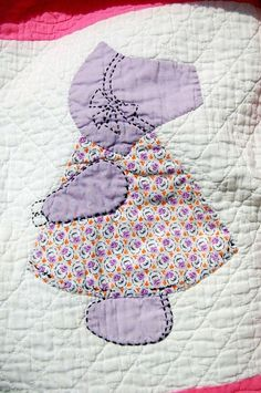 Quilts Vintage Sunbonnet Sue Quilt Green Sashing Background