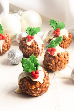 Let the festive baking begin with these festive Rice Krispie Christmas Puddings. Easy to make, they are a fun Christmas recipe to make with kids. Ready in no time, they make great last minute treats or a cute handmade Christmas gift to share with family and friends. #ricekrispies #ricekrispietreats #christmaspudding #christmastreats #chocolate Best Christmas Recipes, Christmas Snacks, Xmas Food, Christmas Coffee, Christmas Cooking, Holiday Recipes, Meery Christmas, Christmas Cakes, Chocolate Rice Krispies
