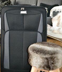 Ny kuffert fra min mor. TUSINDE TAK, mor, den er jeg bare så glad for :-)