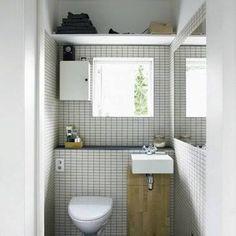 decoration petits WC avec carrelage blanc Deco Zen, Alcove, Decoration, Bathtub, Vanity, Small Bathrooms, Bathroom Furniture, Showers, Old Bathrooms