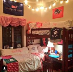 Newly Leaked Secret to Dorm Room Ideas Lofted Bed Disclosed Test out some amazing dorm room decoration ideas, but make certain you try to incorporate certain ideas based on your taste. Cute dorm room tips that . Dorm Room Layouts, Dorm Room Essentials, Dorm Bunk Beds, Dorm Arrangement, College Room, Dorm Furniture, Dorm Room Decor, Room Layout, Dream Rooms