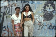 Two Latin girls pose in front of a wall of graffiti in Lynch Park, Brooklyn, New York, June (Danny Lyon/National Archives/Records of the Environmental Protection Agency) Brooklyn New York, New York City, Lyon, Latino Girls, Jamel Shabazz, Fotojournalismus, Hip Hop, 70s Fashion, Fashion Trends