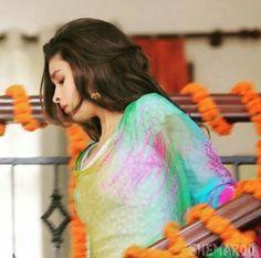 follow me @pallavi_bhoyar Bollywood Fashion, Bollywood Actress, Bollywood Style, Beautiful Girl Photo, Beautiful Person, Humpty Sharma Ki Dulhania, Udta Punjab, Bad Boy Style, Gown Party Wear