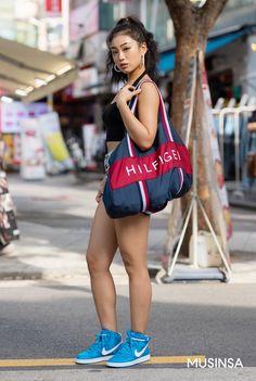 Korean Street Fashion 2018 #무신사 #KStreet #Akiwarinda Korean Street Fashion, Fashion 2018, Sporty, Street Style, Running, Urban Style, Keep Running, Korea Street Fashion, Why I Run