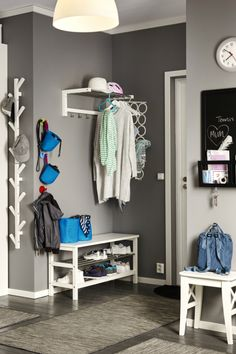 Make the most of your hellos and goodbyes! A clutter-free entryway is key to an organized and welcoming home. Find the right IKEA hallway furniture to help you create a well-organized space for finding what you need and getting out the door smoothly.
