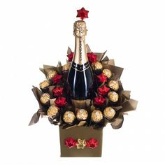 What better way to start the celebration than by opening a bottle of sparkling wine.give your love ones this chocolaty wrapped wine. Consists of 12 pieces of chocolate milk stars and 13 Ferrero Rochers. Candy Bouquet Diy, Bouquet Box, Gift Bouquet, Candy Crafts, Diy Crafts For Gifts, Chocolate Bouquet Diy, Wrapped Wine Bottles, Christmas Flower Arrangements, Wine Bottle Gift