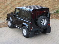 Land Rover Defender 90 XS | Santorini Black