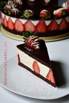 CHEESECAKE CU CAPSUNE SI CIOCOLATA   Rețete Fel De Fel Sweets Recipes, Cake Recipes, Kiwi, Romanian Desserts, Baked Strawberries, Pastry Cake, Cupcake Cakes, Sweet Treats, Food And Drink