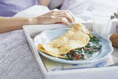 Op zoek naar een paasontbijt? Probeer dan deze romige kaasomelet met paprika en rucola!
