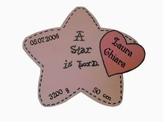 iebe voll gestalteter Stern mit den Daten des Kindes und Name auf ein Herz geschrieben. Gesägt aus 8 mm edlen Birkenholz.    Dieser New Born Star e...