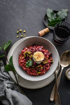 Red Wine Risotto with Radicchio, Pistachios & caramelized Goat Cheese. Recipe by trickytine, Foodblog from Stuttgart, Germany.  #risotto #radicchio #redwine #recipe #trickytine #foodphotography #foodstyling
