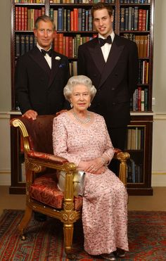 Queen Elizabeth II and heirs to the throne, Prince Charles and Prince William. Love this picture for Queen Elizabeth II with Prince Charles and Prince William. Prinz Philip, Prinz William, William William, Royal Uk, Royal Life, Princesa Diana, Prince And Princess, Princess Kate, Lady Diana