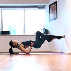 How To Yoga Poses Losing Weight. Yoga Fitness Done Easily With These Simple Ideas. Ashtanga Yoga, Yoga Bewegungen, Yoga Pilates, Bodybuilding Training, Bodybuilding Workouts, Yoga Fitness, Sport Fitness, Fitness Equipment, Yoga Inspiration