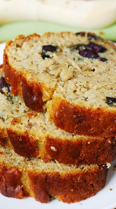 Gluten free banana bread with blueberries. Tastes just like your regular banana bread - so moist and flavorful! Healthy - I am using 1/2 cup Greek yogurt + chia seeds instead of butter! I am using King Arthur multi-purpose gluten-free flour (no gums) #gf #desserts #breakfast #recipes