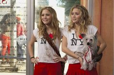 2004 - Mary-Kate & Ashley appear on MTV home movie on set on New York Minute Mary Kate Ashley, Mary Kate Olsen, Elizabeth Olsen, Ashley Olsen, Olsen Sister, Olsen Twins, Ashley Movie, Simple Plan, Stars D'hollywood