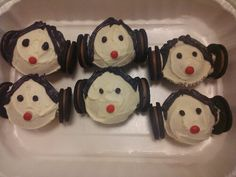 I made these cute little Princess Leia cupcakes for Star Wars Day. I'm a terrible cake decorator, but they're not too derpy looking.